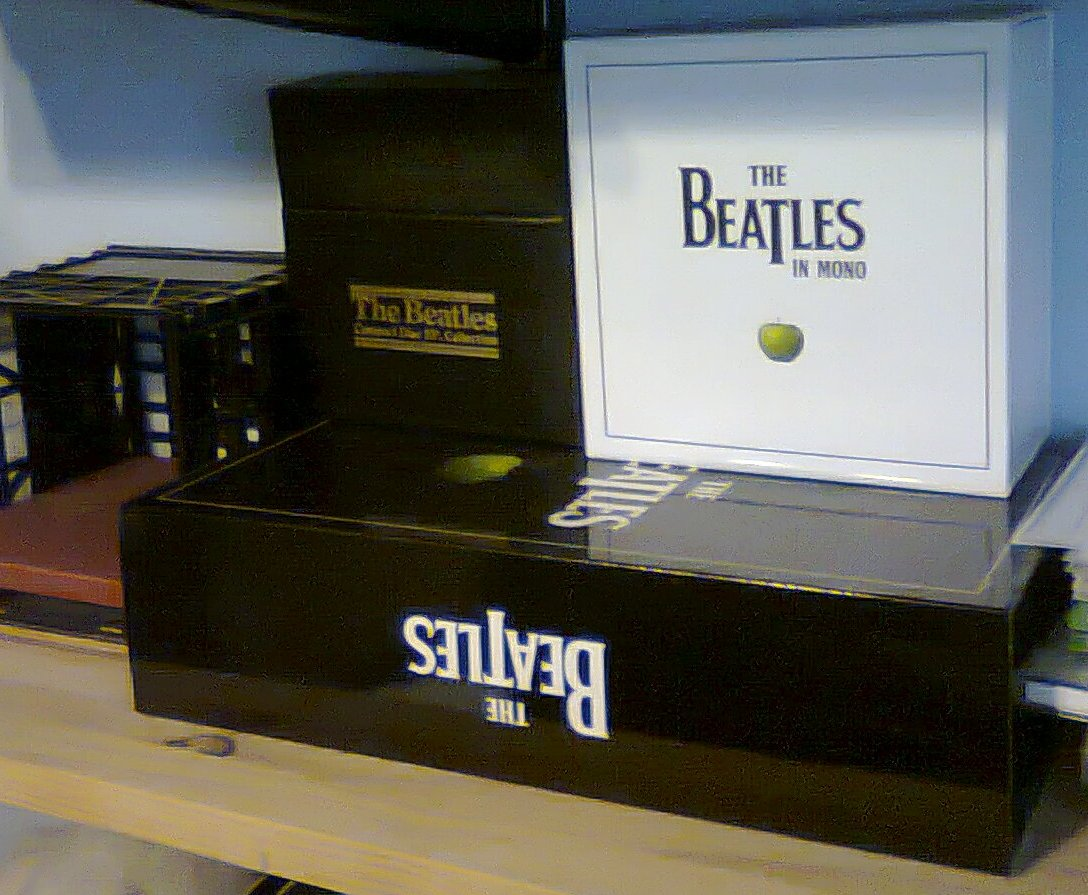 review the beatles in mono box set. Black Bedroom Furniture Sets. Home Design Ideas