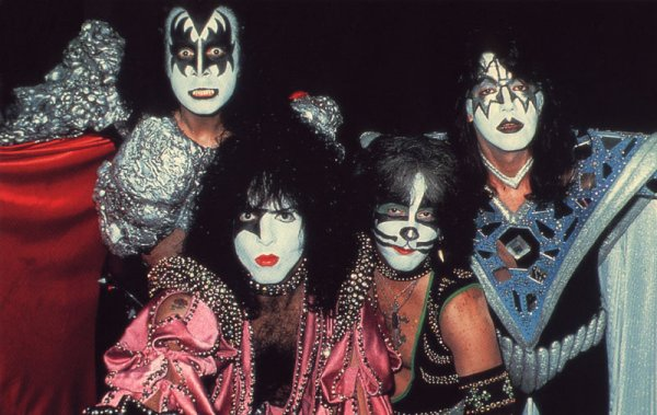 RE-REVIEW:  KISS – Dynasty(1979)